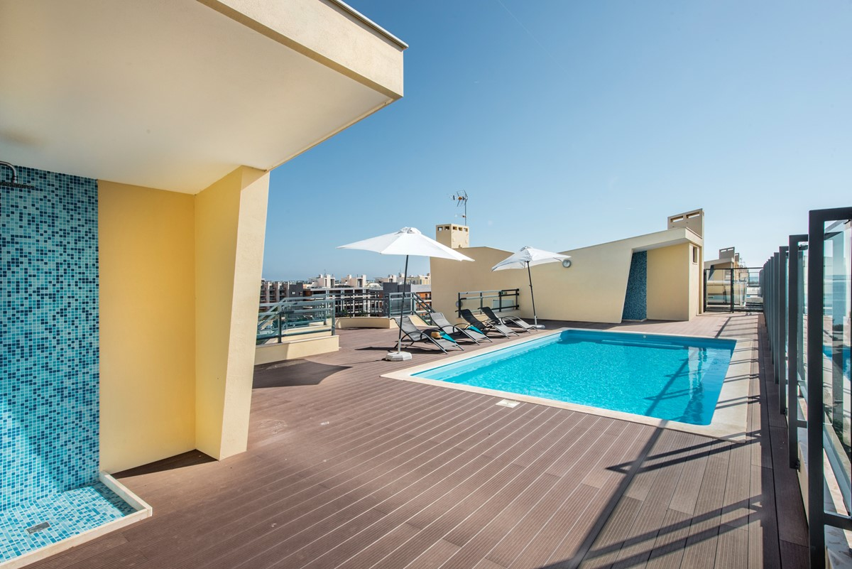 Roof Top Swimming Pool At Our 2 Bed Apartment Rossio