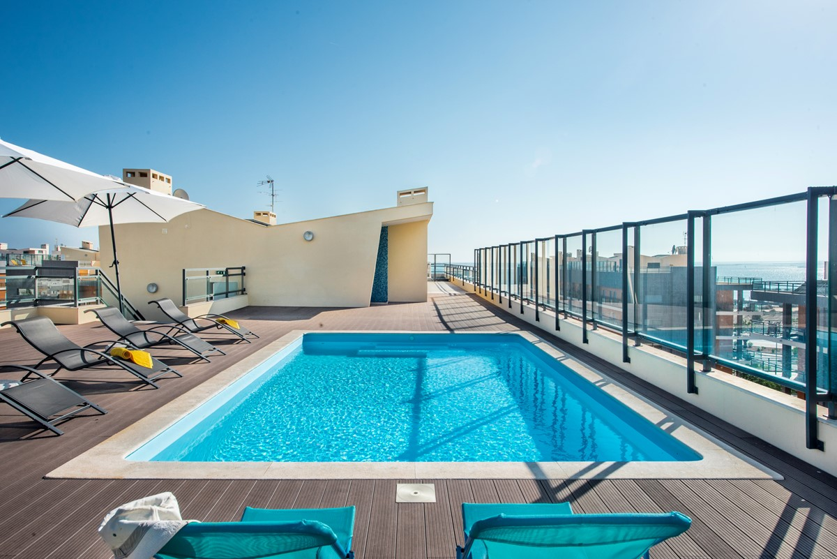 Sun Loungers At Our 3Rd Floor 2 Bed Apartmnet Sleeps 4