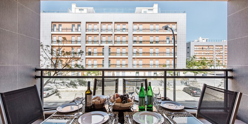 Enjoy A Fresh Meal With The Afternoon And Evening Sun
